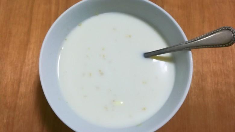 奶味荞麦馒头,搅化均匀