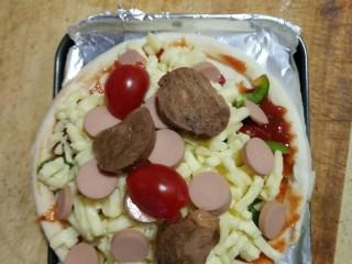 素食披萨,放烤盘里