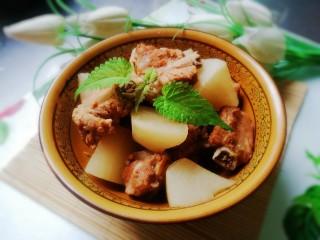 萝卜炖排骨,盛出装盘