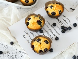 蓝莓马芬,里面的蓝莓还会爆浆哦!当做孩子的零食或者下午茶都很赞!