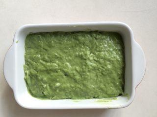 抹茶椰丝小方,倒入事先准备好的容器,抹平表面,盖上保鲜膜,放入冰箱冷藏4小时
