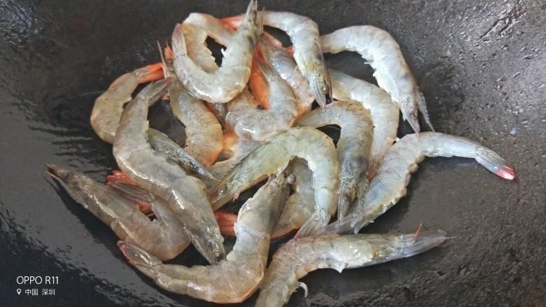 油焖大虾,放入虾