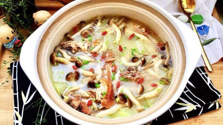 给烤鸭架换个吃法➕冬瓜蟹味菇鸭架汤,成品