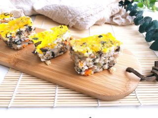 黄金蔬菜米糕,这样一道有饭有菜有蛋的黄金米糕可以直接当午餐咯