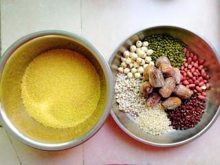 杂豆蜜枣小米粽,首先准备好各种材料(小米要选用糯黄小米,不是普通的小米哦,就好像大米和糯米的区别一样)。