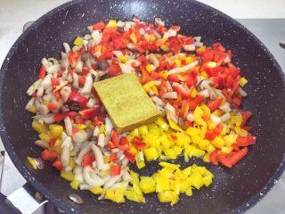 宝宝辅食12M➕ 咖喱时蔬意面,再加入咖喱块