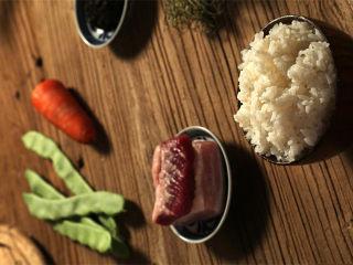 吃过一次就停不下来:橄榄菜四季豆肉丁蛋炒饭,所需食材如图