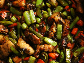 吃过一次就停不下来:橄榄菜四季豆肉丁蛋炒饭,炒到这样