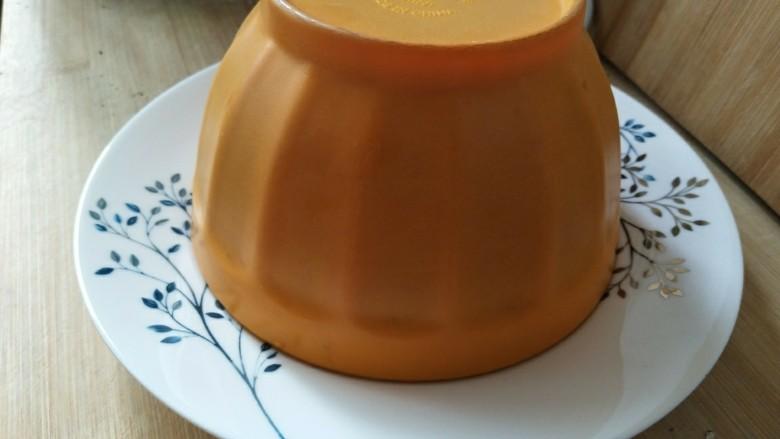 蒜蓉西兰花,然后把碟子扣在碗上