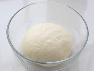 发面红糖饼,用筷子搅拌成棉絮状,然后用手揉成光滑的面团放温暖处进行发酵