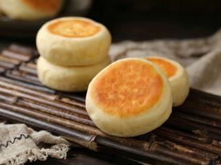 发面红糖饼,一款外酥里软的发面红糖饼就做好了,趁热吃着太美味了!