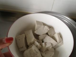 #菌菇#丝瓜炖豆腐,用漏勺捞出备用
