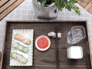 高颜值越南春卷,虾仁的完成了,配上泰式酸辣酱或梅子酱都不错