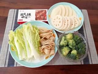 咖喱菌菇蔬菜火锅, 蔬菜分别洗干净。