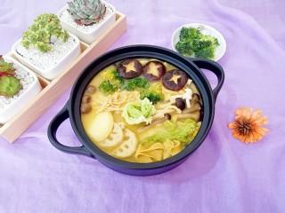 咖喱菌菇蔬菜火锅,没有肉肉的纯素火锅,因为有咖喱一样好吃。