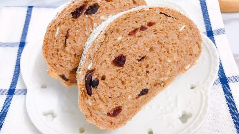 无糖低脂果干全麦面包,外皮酥脆,内里麦香味浓郁