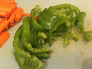 一夜渍,青椒切切适当大小长条
