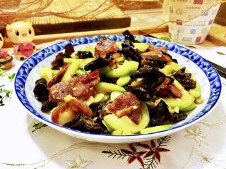 朴素的美味➕西葫芦木耳炒香肠