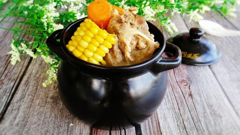 玉米胡萝卜筒骨汤,成品图