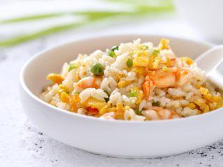 虾仁蛋炒饭,一道美味营养的虾仁蛋炒饭就做好了,比单纯的蛋炒饭好吃太多了!
