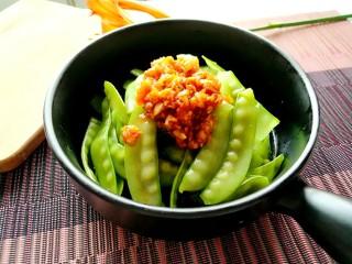 蒜泥荷兰豆,吃前搅拌均匀即可。