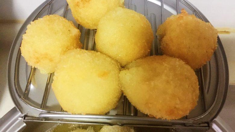 芝士土豆球——土豆的N种吃法2,金黄色出锅