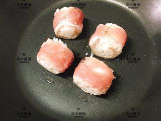 猪肉米饭包   12m+ ,翻面继续煎熟