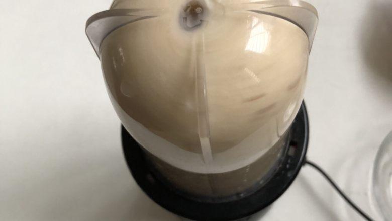 鹰嘴豆红枣银耳羹,搅打成细腻的浆
