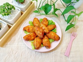 土豆烤鸡翅,外皮焦脆,肉质细嫩的烤鸡翅,妞喜欢的不要不要的。