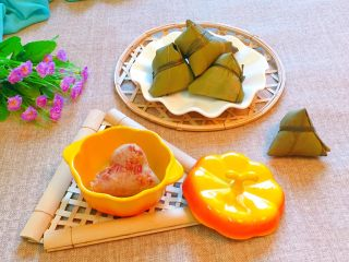 花生蜜枣粽,糯米的软糯,加上花生的香味,还有蜜枣的香甜滋味,超级好吃哦。