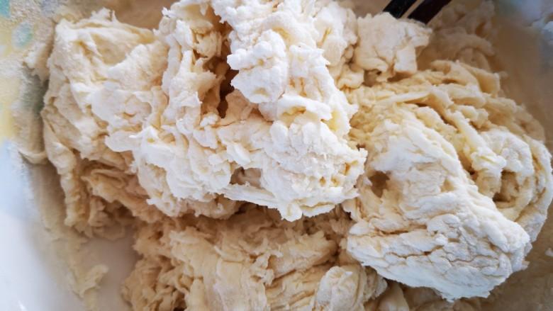 油渣花卷,用筷子搅成絮状