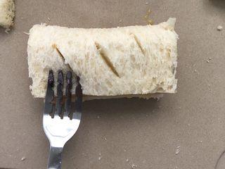 吐司苹果派,对折,用叉子压紧