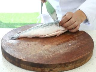 史上最好吃的沸腾水煮鱼,鲈鱼改刀,切成鱼片