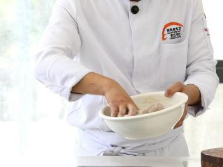 史上最好吃的沸腾水煮鱼,两勺土豆淀粉,让淀粉均匀附着在鱼片上