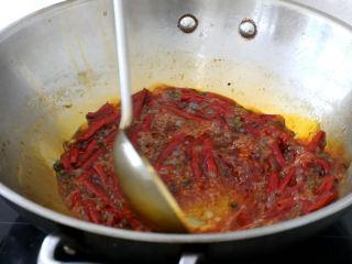 史上最好吃的沸腾水煮鱼,一勺红油,少许油,烧热至变色,出麻辣味