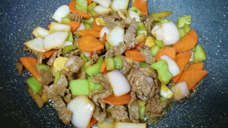 牛肉小炒,准备出锅。
