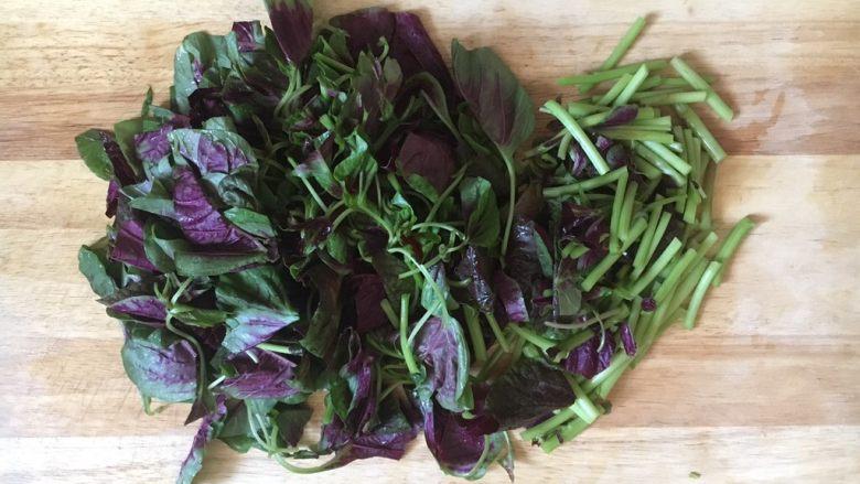 蒜蓉苋菜,将苋菜切成寸段。