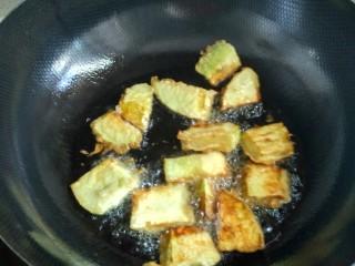 家常红烧茄子,下油锅炸,油温不可高
