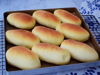 肉松面包,烤好取出晾凉