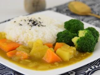 热气腾腾的咖喱浓汁拌上香喷喷的白米饭,健康又美味
