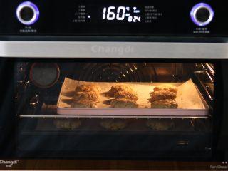 麦片早餐饼干,空气烤 设定160℃ 时长25分钟 焖炉3分钟(以烤箱实际测温为准)