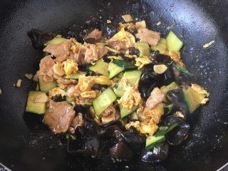 木须肉,淋入1小勺的香油即可。