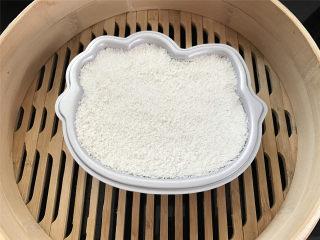 Hellokitty米蛋糕 ,全部完成后放入蒸锅,水开后中火蒸20分钟左右,关火后焖5分钟。