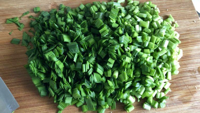 春天的味道➕香韭炒蛋,韭菜切成约2到3毫米的韭菜末