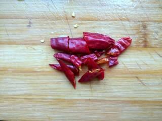凉拌尖椒土豆丝,干红辣椒切小段