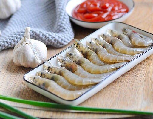 茄汁大虾,准备好材料