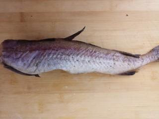 清蒸鳕鱼,先准备好鳕鱼。洗干净。