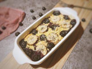 香蕉蓝莓烤燕麦,叮~礼成!享受美味吧!