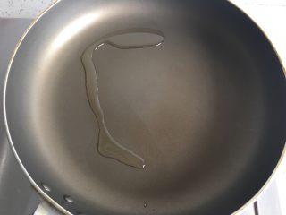 益生菌西士多,锅中放油