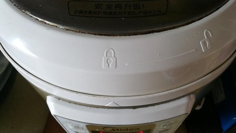 疲倦多汗失眠 来一碗黄芪熟地黄番鸭汤,入高压锅隔水炖半小时
